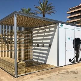 Chiosco servizi igienici bagni con docce per spiaggia