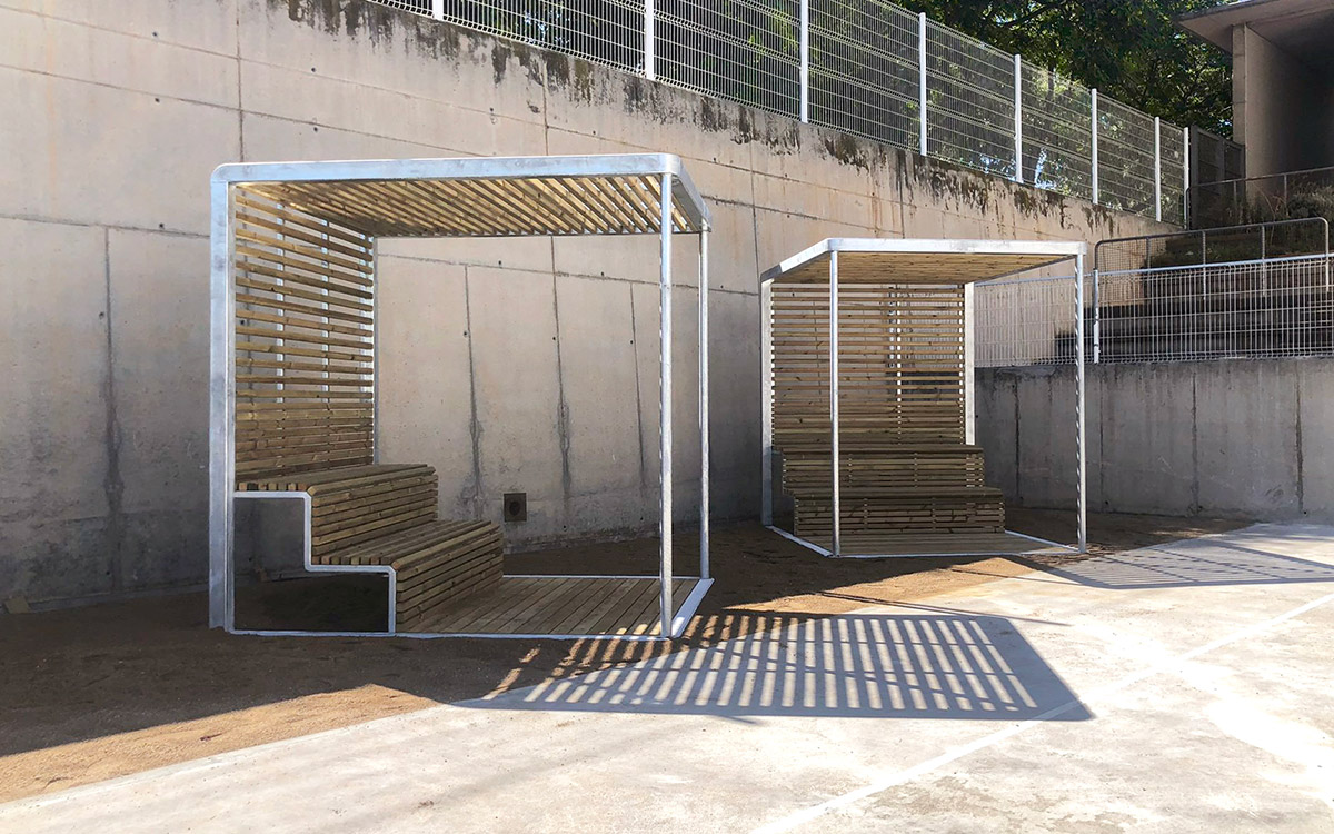 Sustainable rest and shade space Escuela Villa Olimpica Barcelona