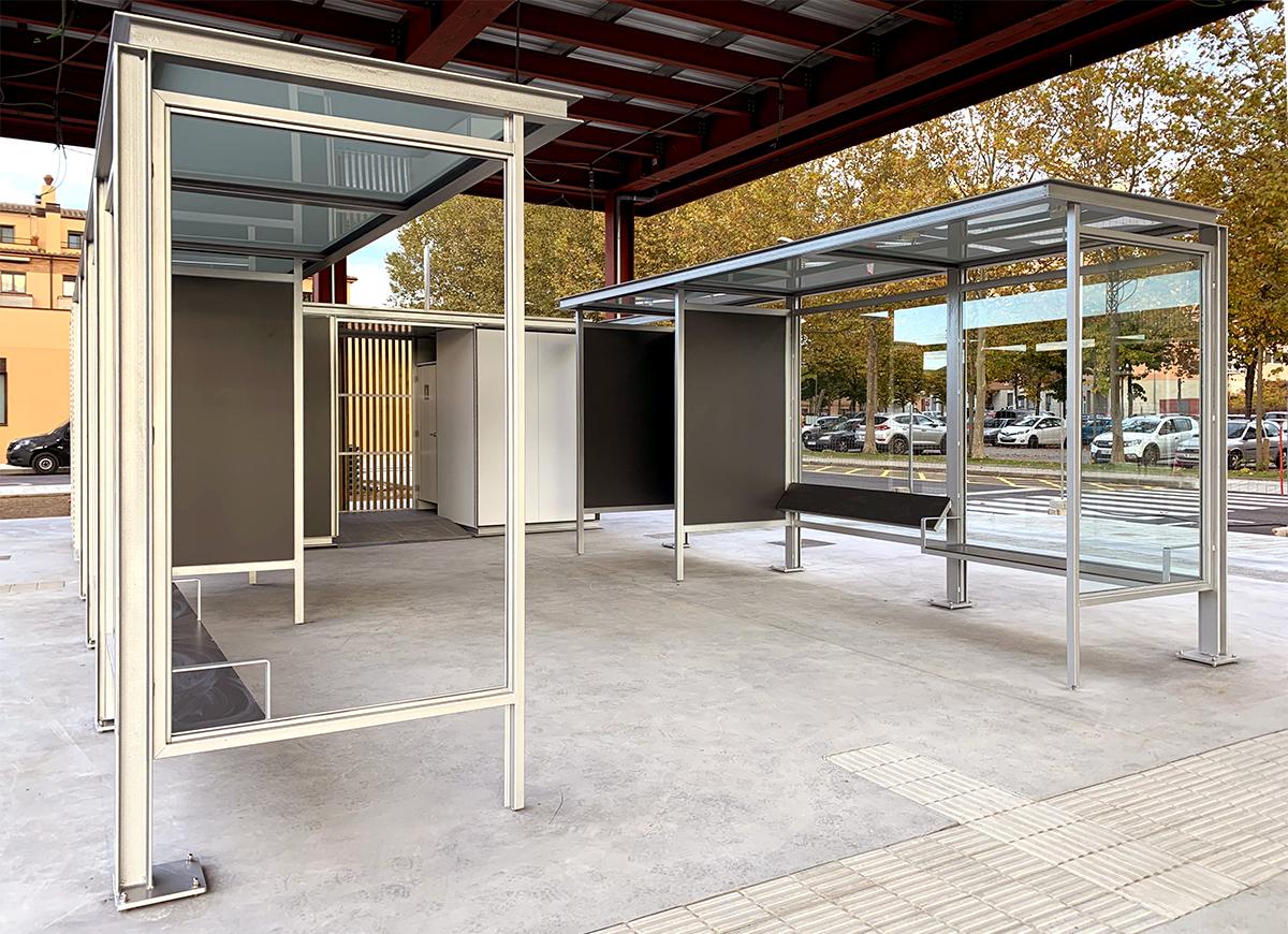 Marquesina quiosco aseo estacion autobus La Bisbal d'Empordà