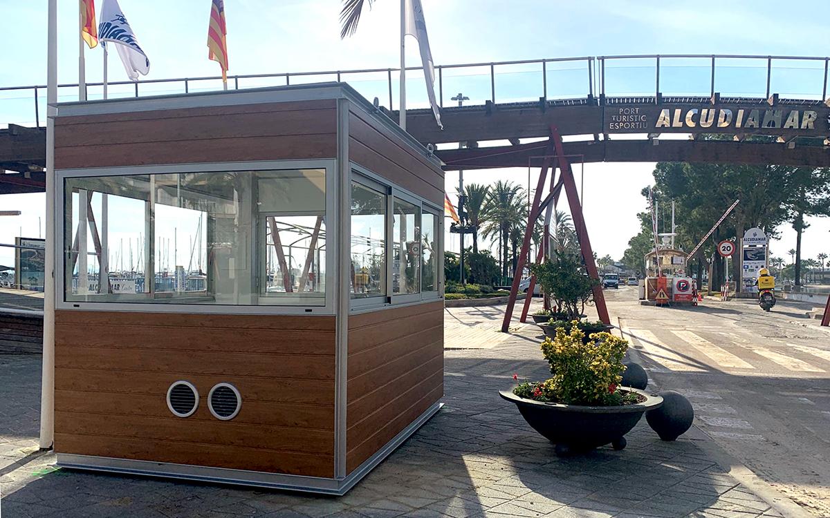 Kiosko de control de acceso e información en el Puerto de Alcudia