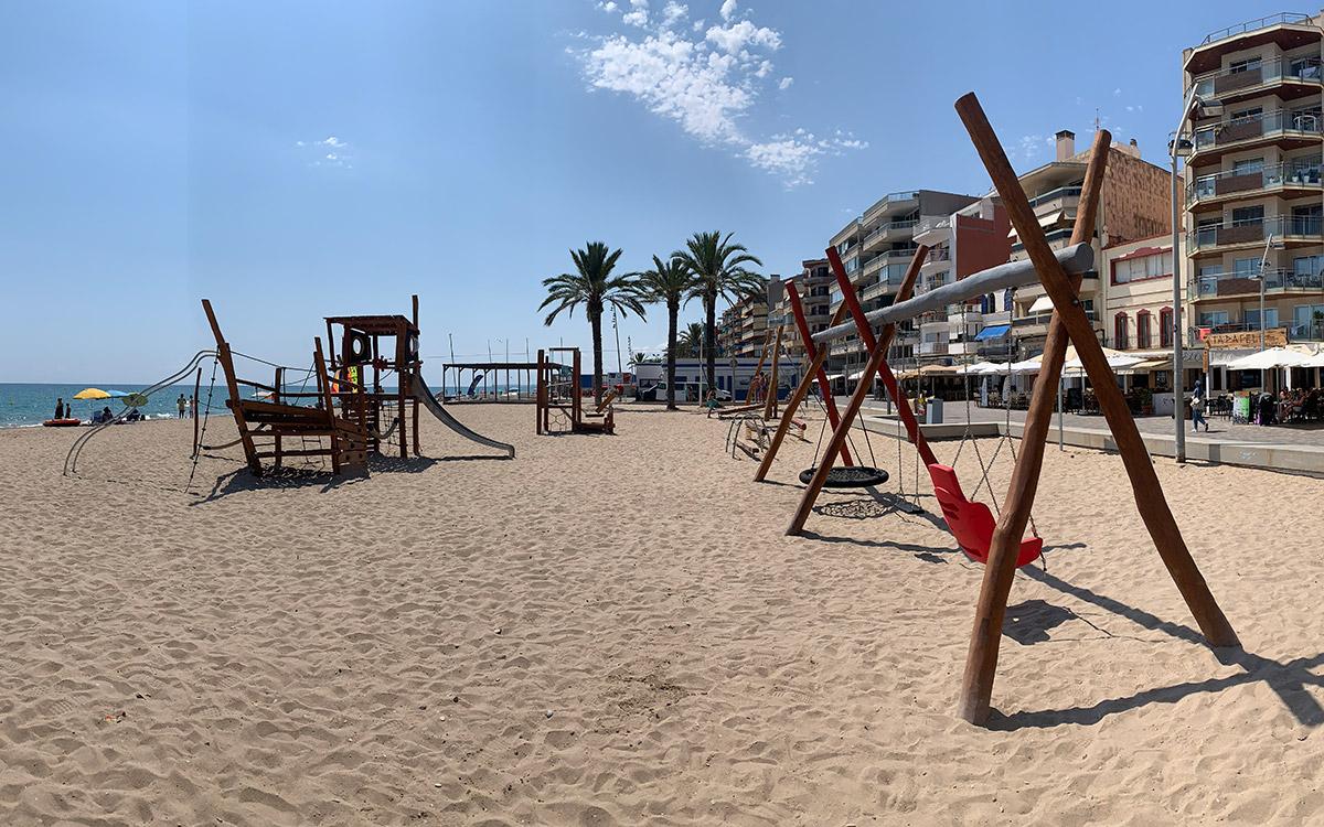 Área de juegos infantiles playa Calafell